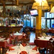 restaurant italien avec un intérieur traditionnel — Photo #8992859