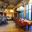 italiensk restaurang med en traditionell interiör — Stockfoto