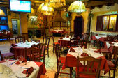 Italská restaurace s tradiční interiér — Stock fotografie