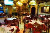 Włoska restauracja z tradycyjny wystrój wnętrz — Zdjęcie stockowe