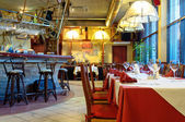 Italian restaurant with a traditional interior — 图库照片