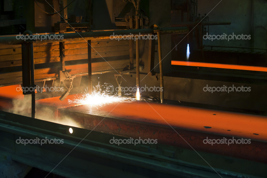 Gas cutting of the hot metal inside of plant  Foto Stock #9027385