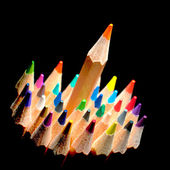 Vista superior de lápices de colores, aislado sobre un fondo negro — Foto de Stock