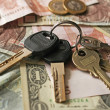 Money and keys — Stock Photo