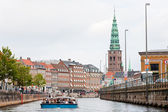Boat guided tour on Frederiksholms Kanal, in Copenhagen — Stock Photo