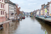 Bridge on Ill river canal in old Strasbourg town — Stock Photo