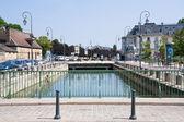 Kanál ve městě troyes, Francie — Stock fotografie