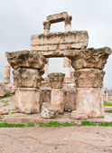 Ruins of Temple of Hercules in antique citadel in Amman — Stock Photo