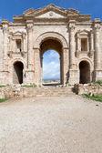 Arch of Hadrian in antique city of Gerasa Jerash in Jordan — Stock Photo