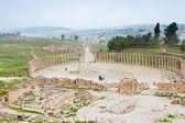 Ancient roman oval forum in antique town Jerash — Stock Photo