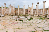 Ruins of ancient market house in antique town Jerash — Stock Photo