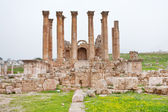 Corinthium colonnade of Artemis temple in ancient town Jerash — Stock Photo
