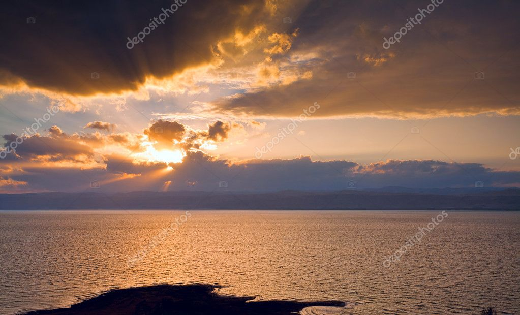 Dark yellow sunset on Dead Sea, Jordan — Stock Photo #9562064