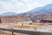Wall of Wadi Al Mujib dam in mountain valley — Stock Photo