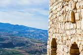 Stone wall of Kerak castle and view on mountain valley — Stock Photo