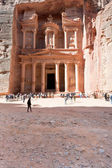Treasury Monument and plaza in antique city Petra — Stock Photo