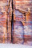 Unvollendete grab in multicolor sandrock, petra — Stockfoto