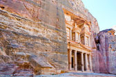 Treasury Monument in mount side of city Petra — Stock Photo