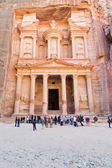 Treasury Monument and plaza in antique city Petra — Stock fotografie