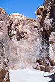 Sand rock cliffs above gorge Siq in Petra — Stock Photo