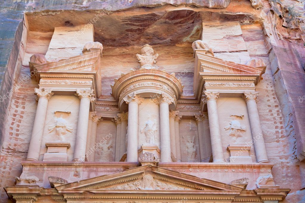 Upper level of facade The Treasury in Petra, Jordan — Stock Photo #9930518