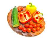 在剪切板上的新鲜蔬菜。特写 — 图库照片