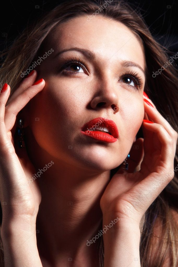 Beautiful fashion woman with hands near face. Close up portrait — Stock Photo #10345383