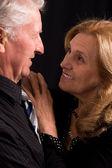 Starý pár na černém pozadí — Stock fotografie