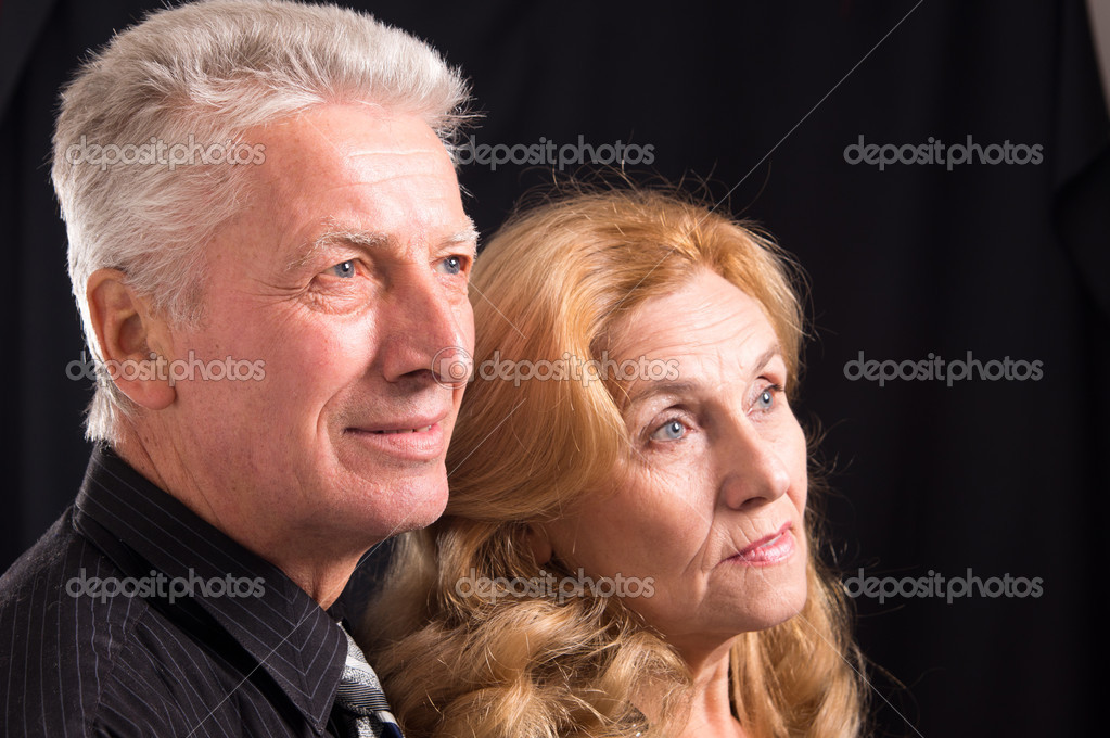 Cute od couple posing on a black — Zdjęcie stockowe #8005846