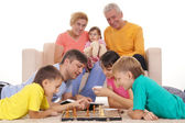 Family playing chess — Foto Stock