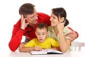 Güzel aile okuma — Stok fotoğraf