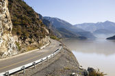 Tibet: road and lake — Stock Photo