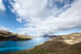 Tibet: lake yamdrok yumtso — Stock Photo