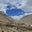 Tibet: rongbuk monastery at foot of mt. everest — Stock fotografie #8470396