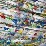 Tibet: prayer flags — Stock Photo