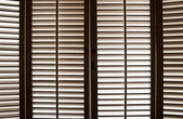Trä fönsterluckor — Stockfoto