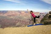 Pratica di yoga di grand canyon — Foto Stock