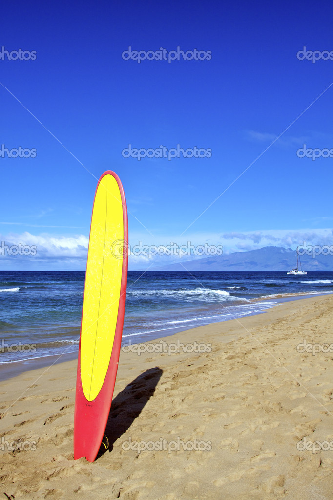 A surfboard in the sand of a hawaiian beach — Stock Photo #8677556