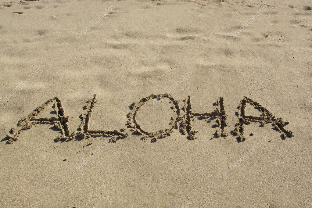 Aloha written in the sand of a hawaiian beach — Stock fotografie #8678398