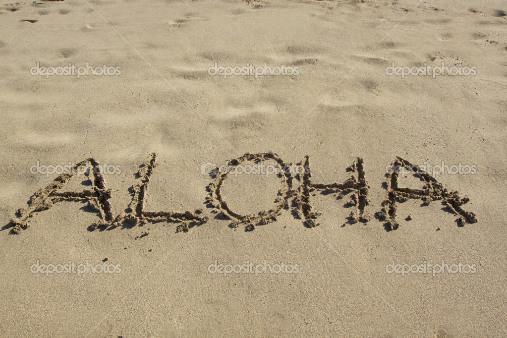 Aloha written in the sand of a hawaiian beach — Stok fotoğraf #8678398