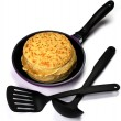 Frying pan with pancakes, a shovel and a ladle — Stock Photo