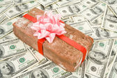 Prank gift and dollars — Stockfoto