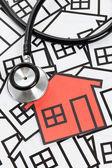 Stetoskop i dom — Zdjęcie stockowe
