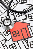 听诊器和房子 — 图库照片