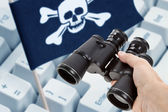 Binoculars and Pirate Flag — Stock Photo