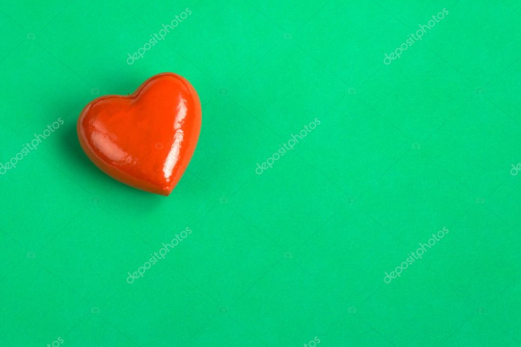 Red Heart on green paper, love message — Stock Photo #9925918