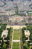 Le Champ de Mars gardens in Paris, France — Stock fotografie