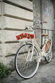Flowered bike in Italy — Stock Photo