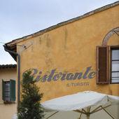 Restaurant sign (Ristorante) on a building — Stock Photo