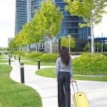 Businesswoman yellow suitcase — Stock Photo